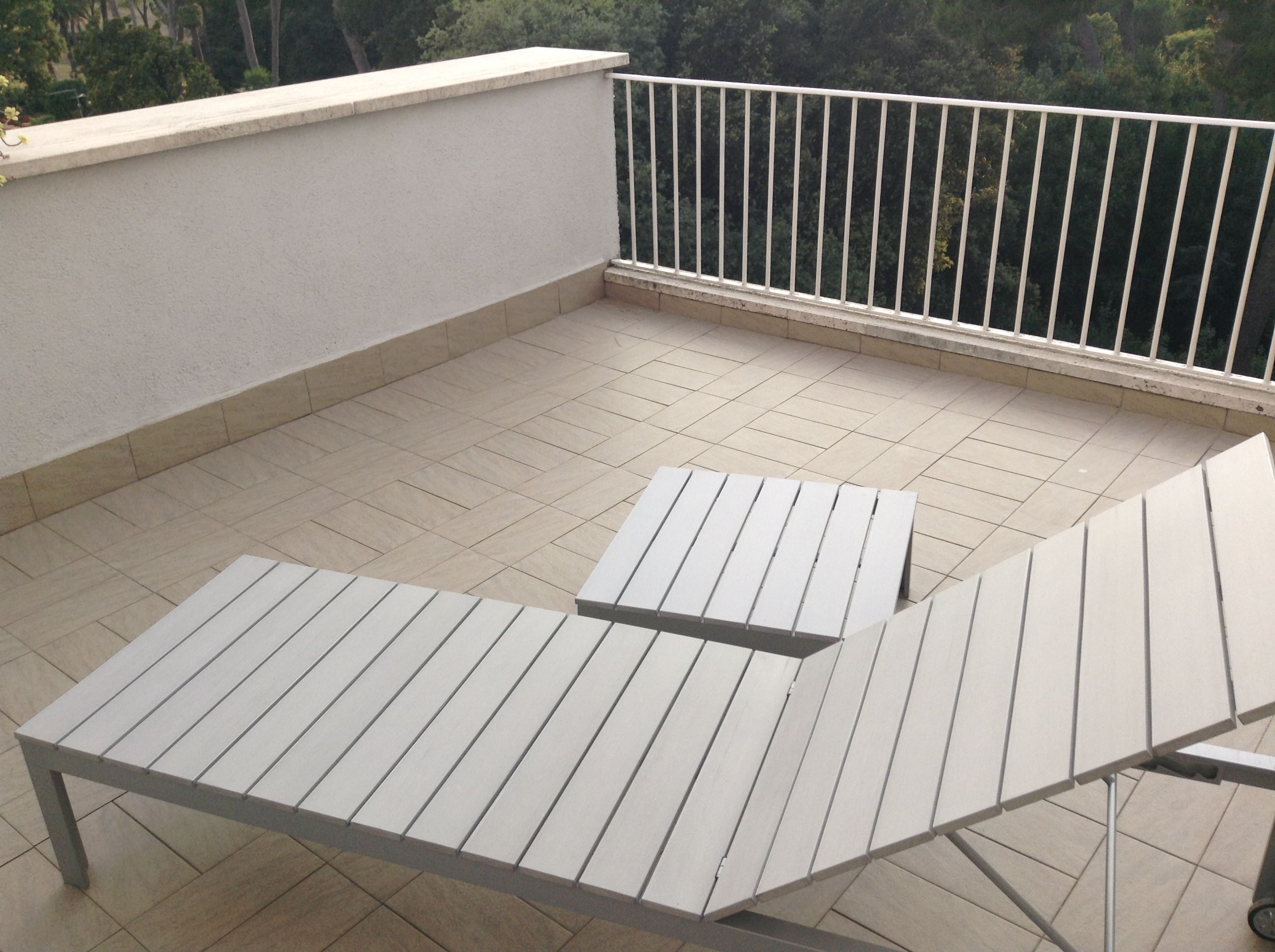 Falster Sunbed With Modified Table